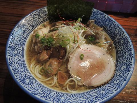 舞茸踊る鶏湯そば~牡蠣のコンフィ添え~(750円)