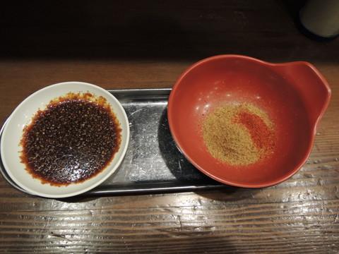 別皿の鰹粉とトントロ用の付けダレ