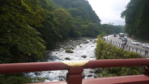 神橋から流れる川