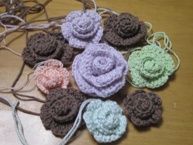 クルクル編みバラ