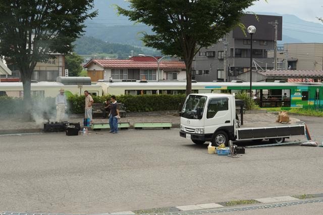戸狩野沢温泉駅西口で火入れ