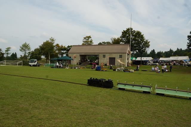 芝生の上でミニSL ニューグリーンピア津南にて