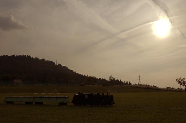 C56 129と夕日