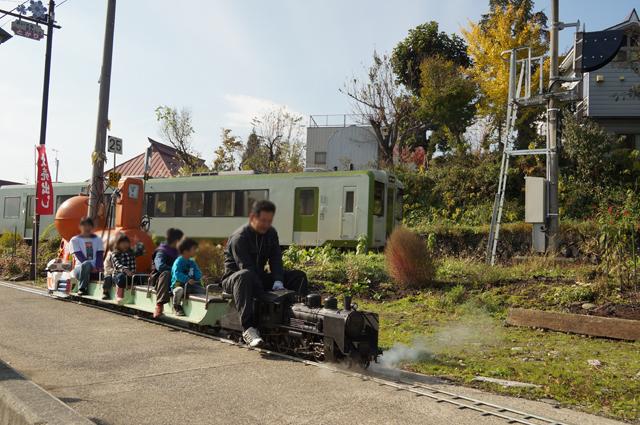 飯山線とC56 129が牽引するミニ列車