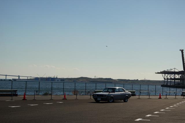 マツダルーチェと東京湾の造成地区