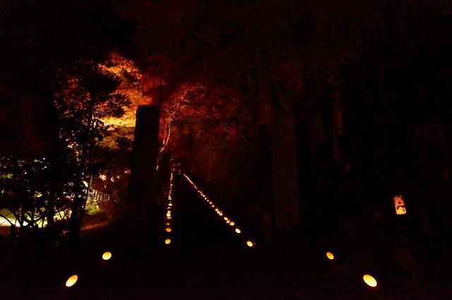 蝋燭で足元を照らす、階段、いいねぇ、秩父御岳神社