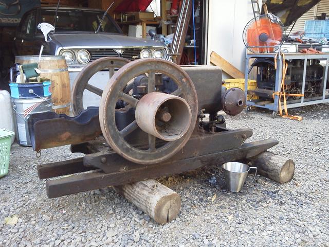 ルーチェとガレージロータリーイーグルに鎮座した久保田鉄工のF型 石油発動機