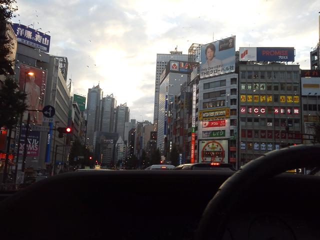 新宿の雑踏をルーチェで