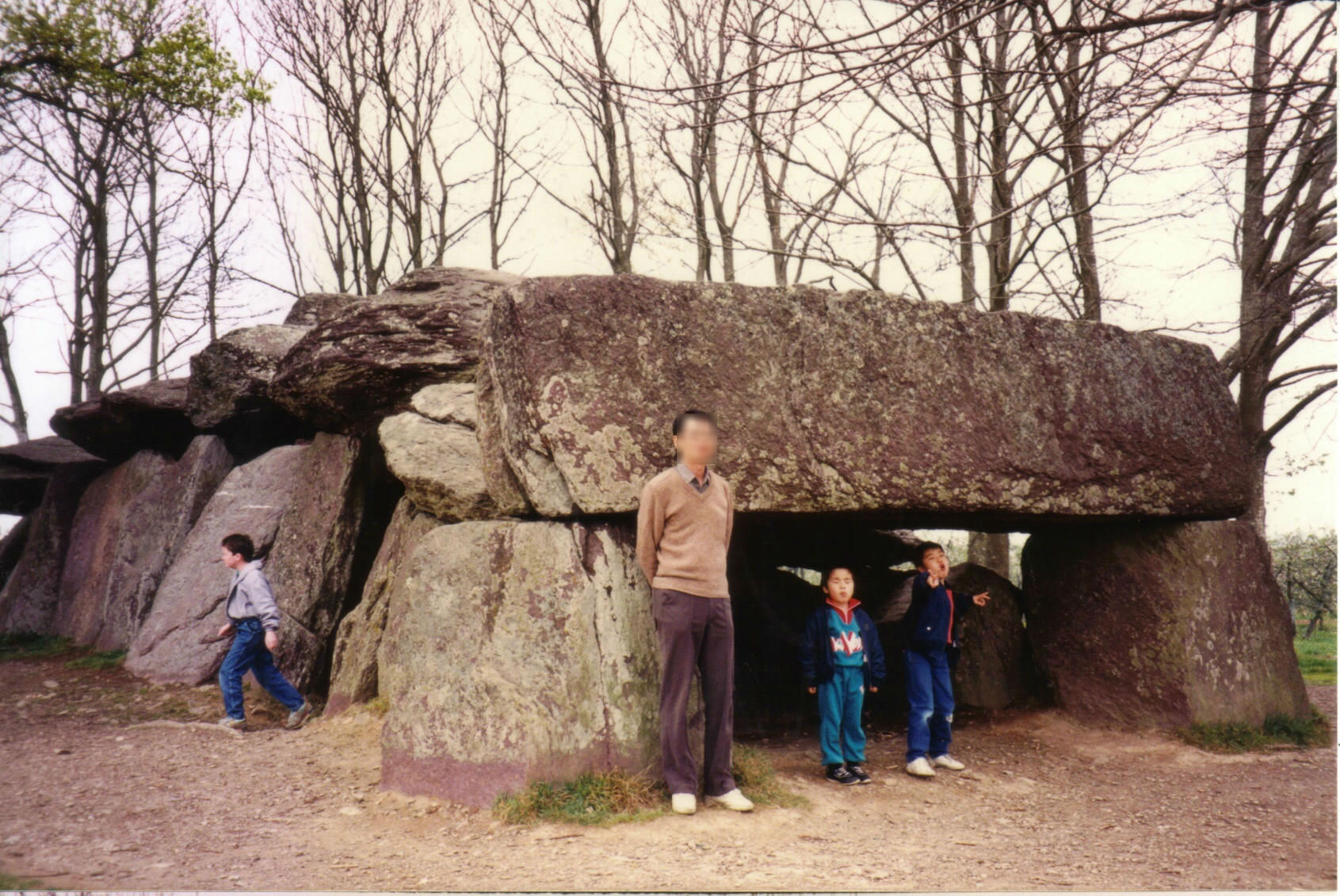 199005 La Roche-aux-Fees01