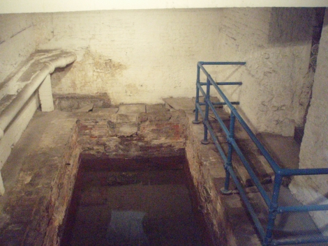 Roman_Baths,_Strand_Lane