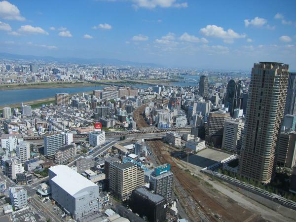 梅田スカイビルの展望台から見た風景1〔フリー写真〕