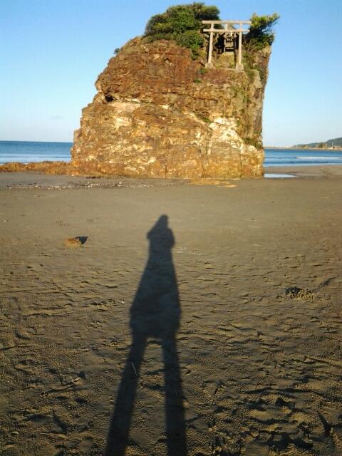 稲佐の浜と影