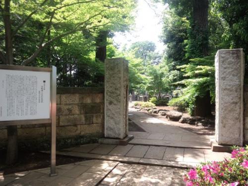豪徳寺(井伊家墓所前)