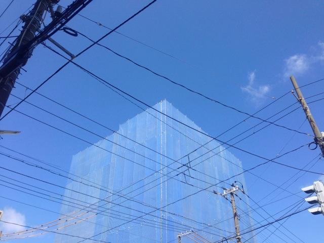 ブルーシートより青い空