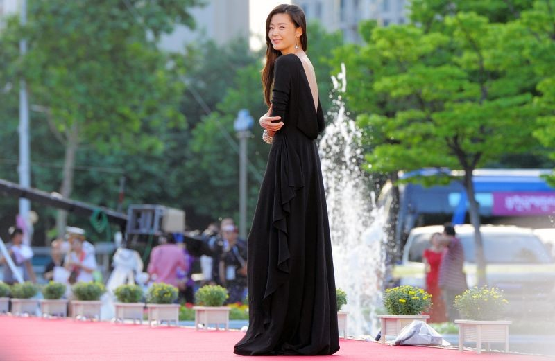 gianna-jun-stuns-in-dior-at-2013-puchon-international-fantastic-film-festival.jpg