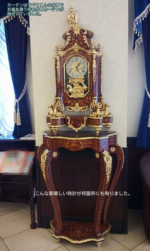 病院ロビーの時計