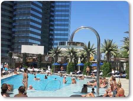 cosmopolitan lasvegas pool,コスモポリタンのプール 口コミ,ブログ