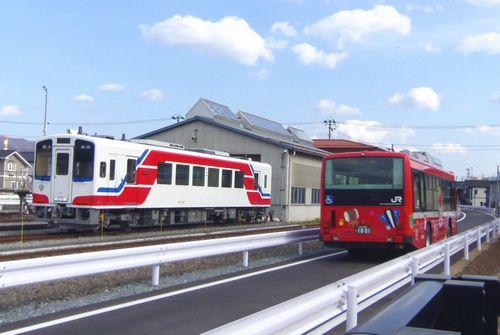 三鉄JR盛駅1三鉄気動車とBRT