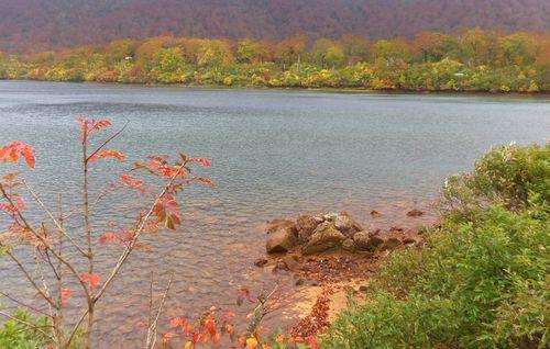 栗駒須川2013紅葉8須川湖