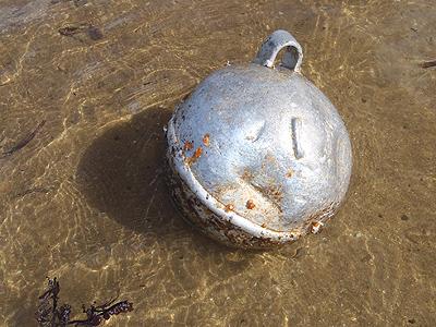アルミ製の浮き球