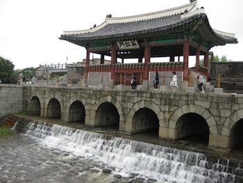 水原華城(スウォンファソン)の華虹門