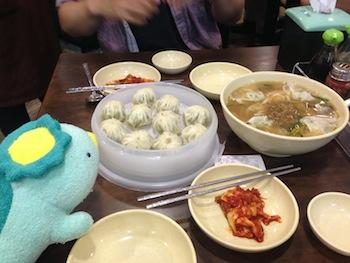 明洞餃子の饅頭(マンドゥ)とカルグッス