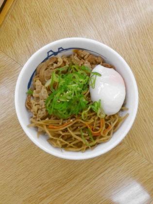 松屋、きんぴらと半熟玉子牛めし(並)2