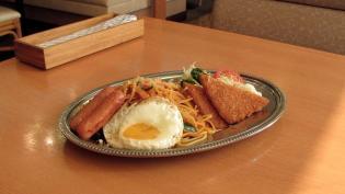 不二家レストラン、なつかしの昭和洋食メニューからナポリタンプレート2