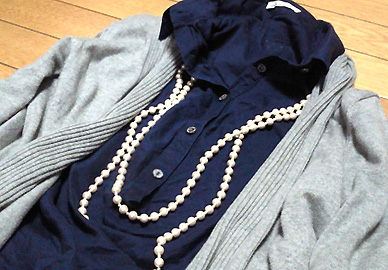 「紺」というだけで綺麗めに着れる