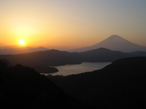 富士山と芦ノ湖と夕日