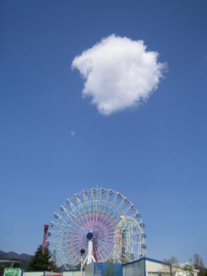 富士急ハイランド 観覧車と雲