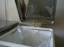 ごみ箱 蓋裏 掃除1