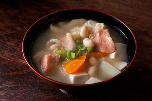 鮭と大豆の味噌汁