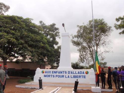 独立記念碑