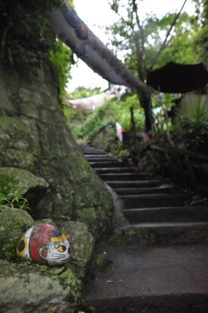 猫の細道の猫石