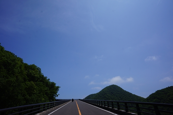 登り坂 青空