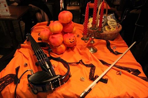 20121028@ハロウィンゴシックナイトラジレコ バイオリンとかぼちゃ