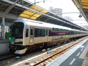 高松駅のマリンラいナー