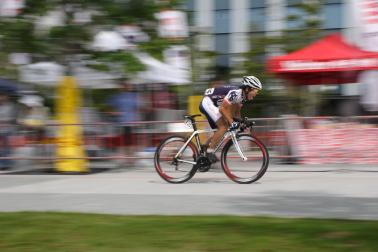 自転車レース 猛スピードの自転車を撮る: すてきな写真の撮り ...