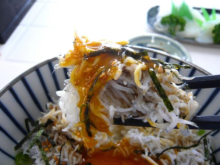 天晴水産シラス丼3