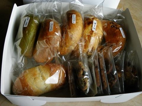 パンとお菓子の詰め合わせ