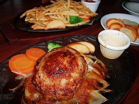 チーズinハンバーグとポテト