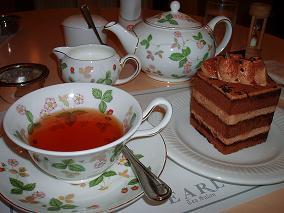 ヌワラエリヤとミルキーチョコケーキ