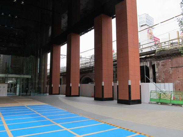 JR神田万世橋ビルの1階は公開空地(一般開放)となっている。