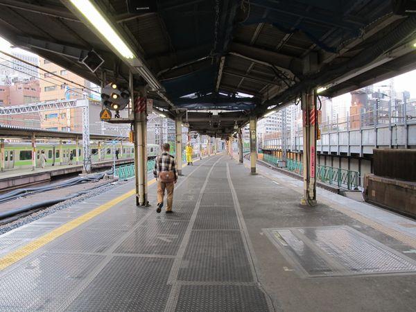 東京寄りも床がゴムマットになっている。