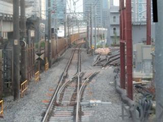 東海道線下り本線との合流部分には5月現在ポイントの一部が挿入済みとなっている。
