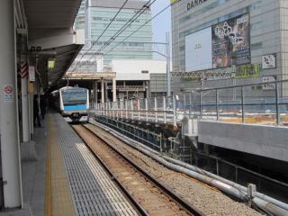 秋葉原駅ホーム脇の佐久間架道橋は桁の改造が終わり、軌道敷設準備中。