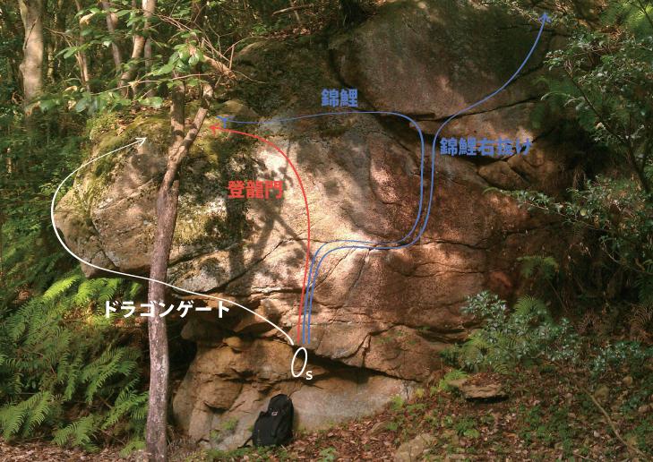 錦龍の滝-ドラゴン岩 正面