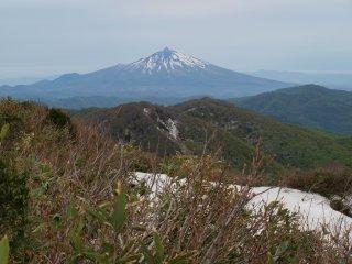 s04山頂から岩木山