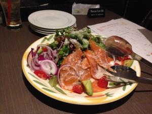 LOGIC スモークサーモンとアボカドのサラダ